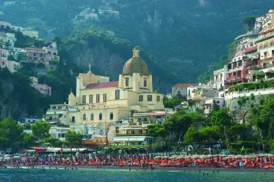 Население самого Неаполя составляет примерно миллион человек